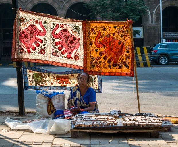 lady_selling_prints.jpg